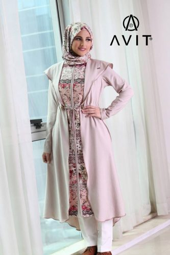 lila trench coat avit hijab