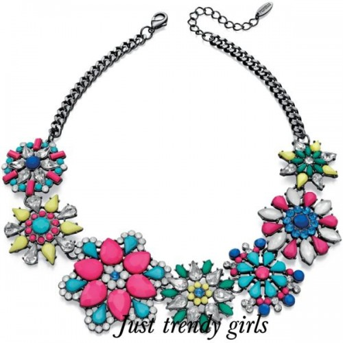 flowers necklaces trends