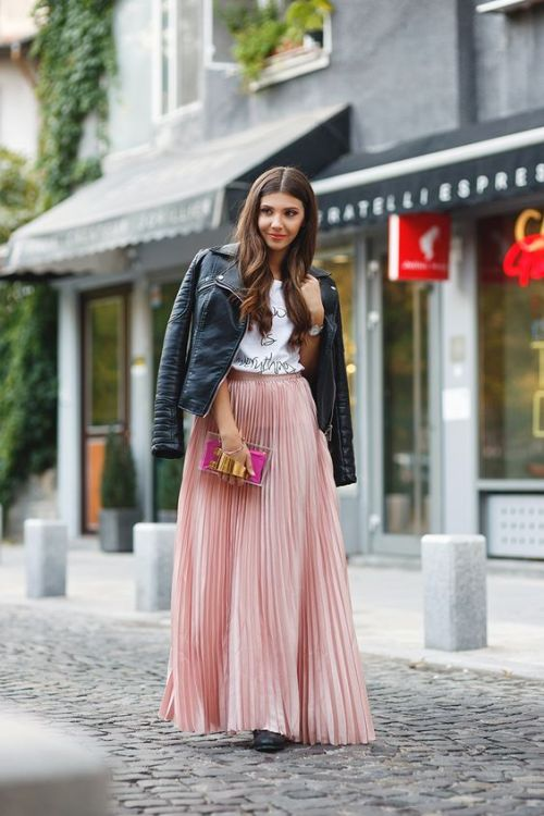 pleated-pink-skirt-outfit