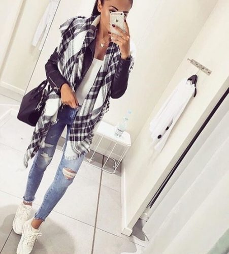 plaid-scarf-casual-sporty-outfit