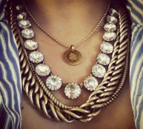 how to wear statement necklace
