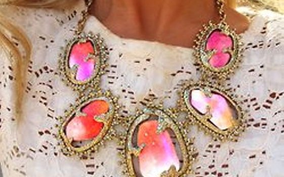 Stylish eye catching statement necklaces