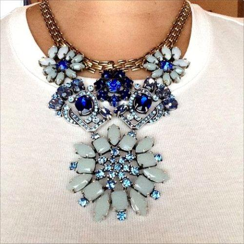bloom blue necklace
