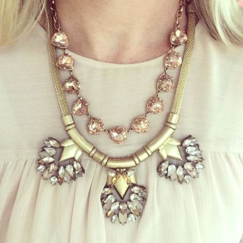 layraing statement necklace
