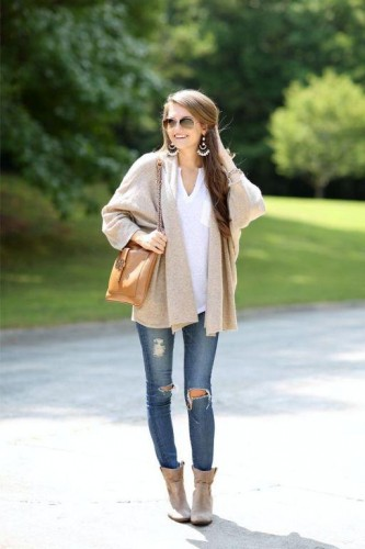 beige cardigan with jeans