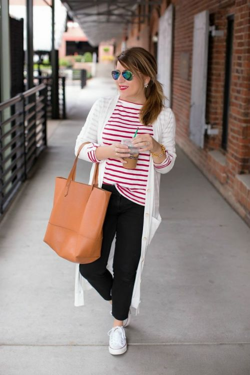 casual striped tee outfit