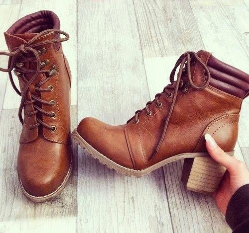Laced Heeled tan Ankle Boot