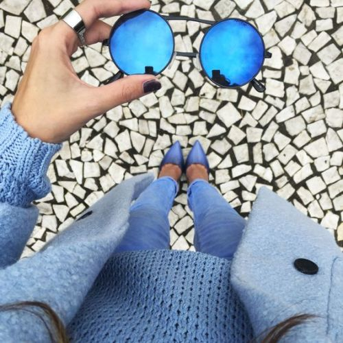 deep blue mirror sunnies