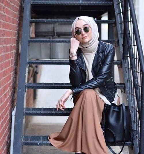 tan maxi skirt with leather jacket