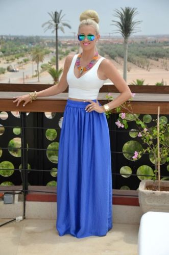 blue maxi skirt outfit