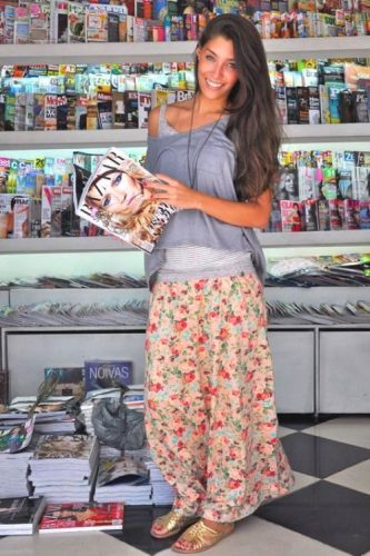 small floral maxi skirt outfit