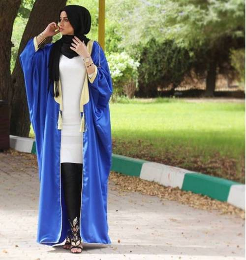 blue open abaya with white blouse and jeans