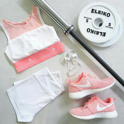 Light Pink and White Workout-Outfit