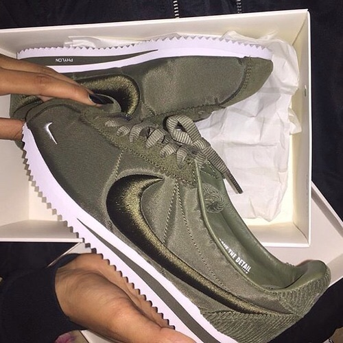 nike green cargo shoes