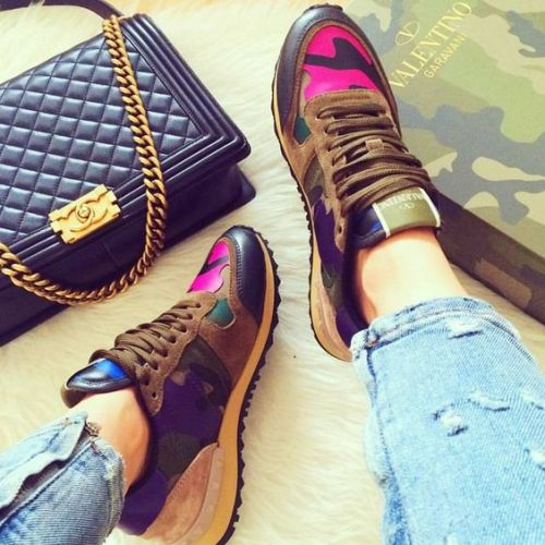 nike shoes with valentino bag