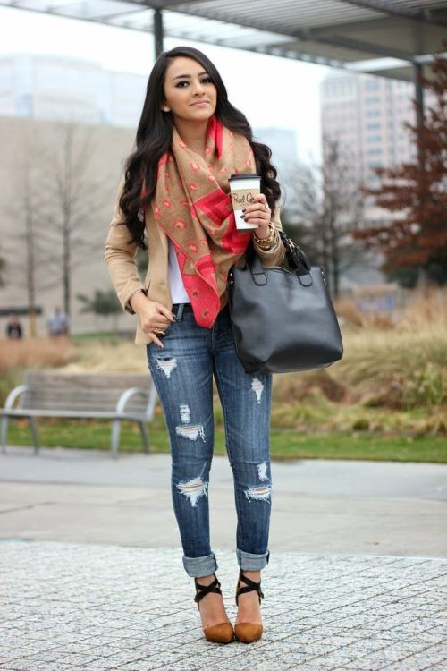 beige-blazer-with-scarf-outfit