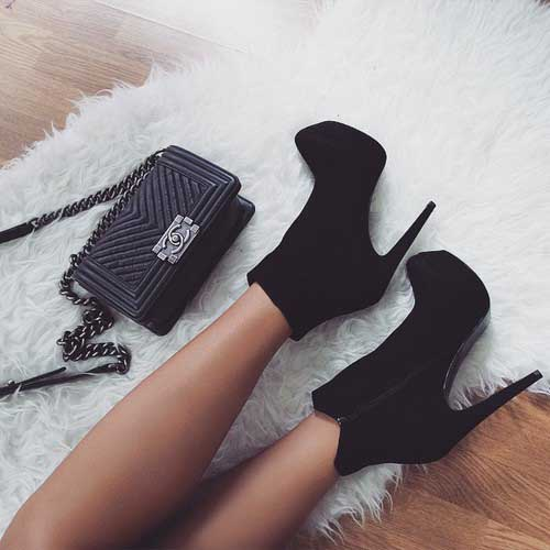 black-ankle-bootie-with-chanel-bag