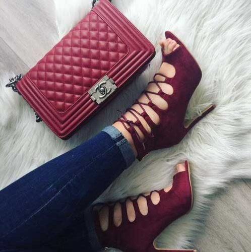 burgundy-strapy-shoes-with-chanel-bag