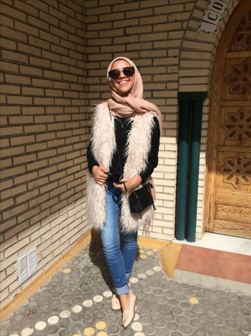 cute-hijabi-wear-fur-vest
