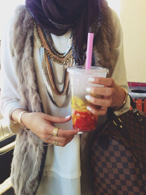 fur-vest-with-statement-necklace