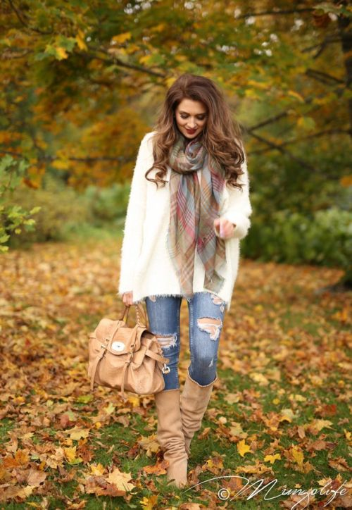 neutral-fall-outfit-scarf-idea