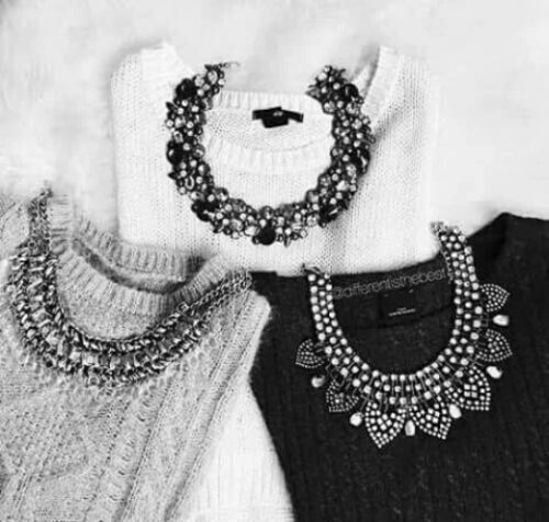 neutral-sweaters-with-necklaces