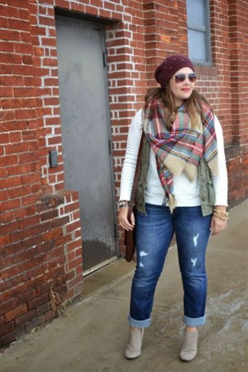 plus-size-fall-outfit-with-plaid-scarf