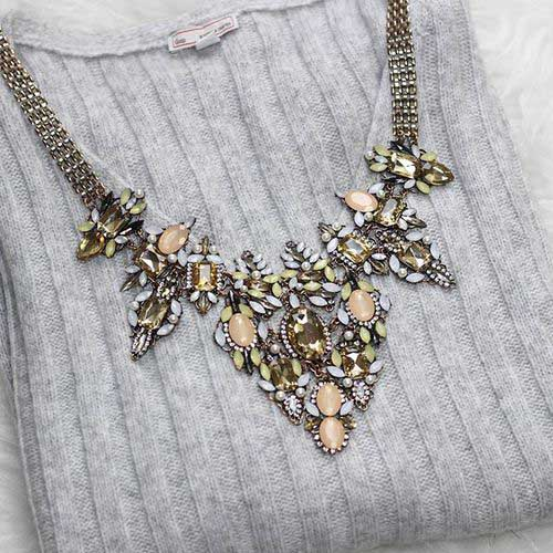 statement-necklace-with-grey-sweater