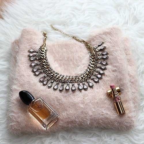 statement-necklace-with-pink-sweater