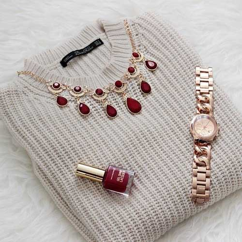 sweater-with-maroon-necklace-and-nail-polish