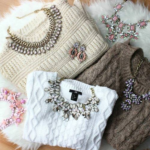 sweaters-with-necklaces
