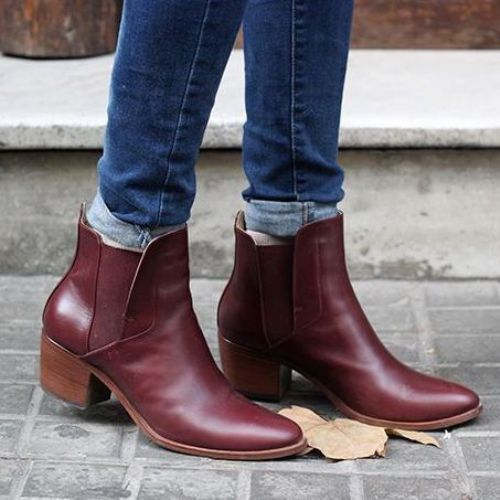 burgungy-boots-with-blue-jeans