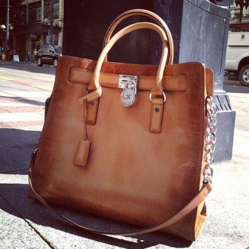 chic-michael-kors-tan-handbag