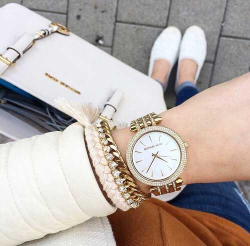 michael-kors-white-tote-bag-woth-watch