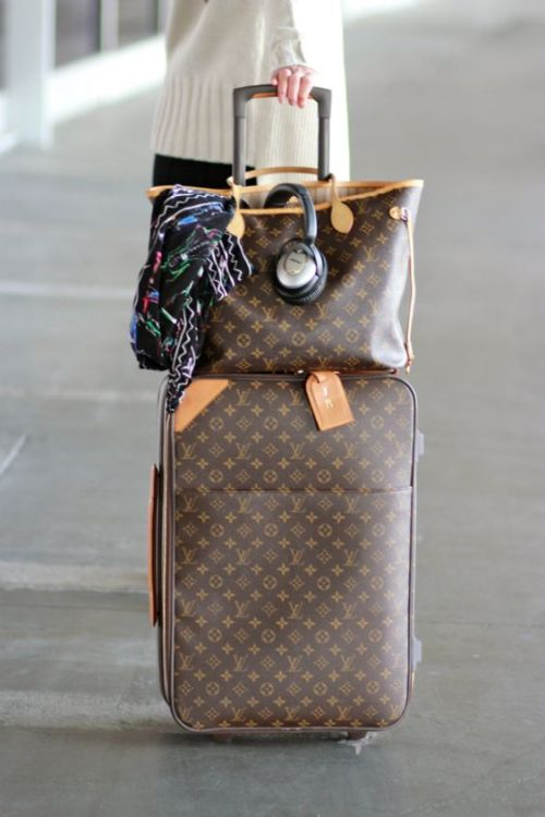 louis-vuitton-neverfull-traveling