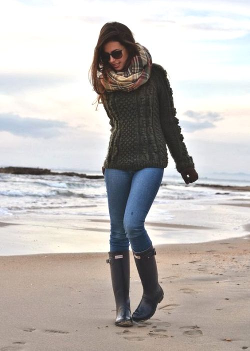 chunky-sweater-with-rain-boots