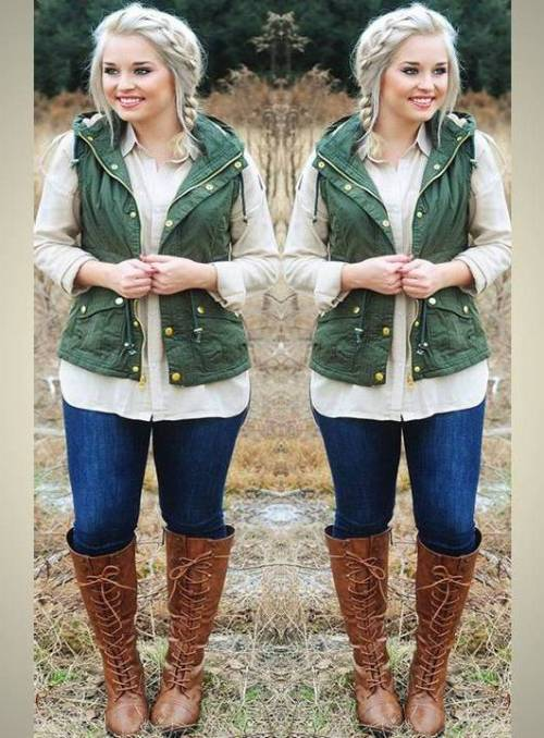 green-puffy-vest-with-cognac-boots