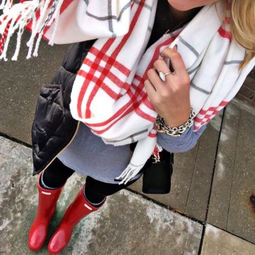 plaid-scarf-with-red-hunter-boots