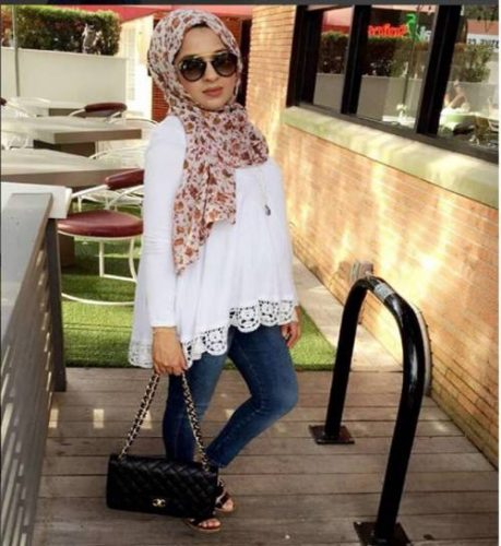 white-lace-blouse-with-jeans-pragnant-hijabi-style
