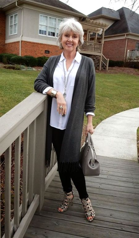 chic-lady-plus-50-in-grey-cardigan