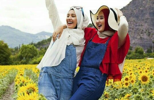 Hijabi photo session with your best friend