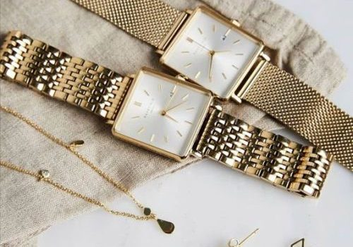 What do women's watch dials tell about their persona?